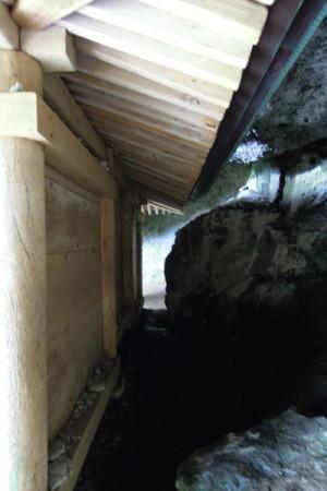 三佛寺観音堂の裏手
